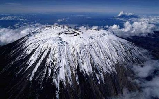 Kilimanjaro National Park, Tanzânia: miraclewildlifesafaritours in Mount Kilimanjaro or just Kilimanjaro (/ˌkɪlɪmənˈdʒɑːroʊ/),[8] with its three volcanic cones, Kibo, Mawenzi, and Shira, is a dormant volcano in Tanzania. It is the highest mountain in Africa and the highest single free-standing mountain in the world, with its summit of 5,895 metres (19,341 ft) above sea level and at about 4,900 metres (16,100 ft) high from its plateau base. Kilimanjaro is also the fourth most topographically prominent peak on Earth.