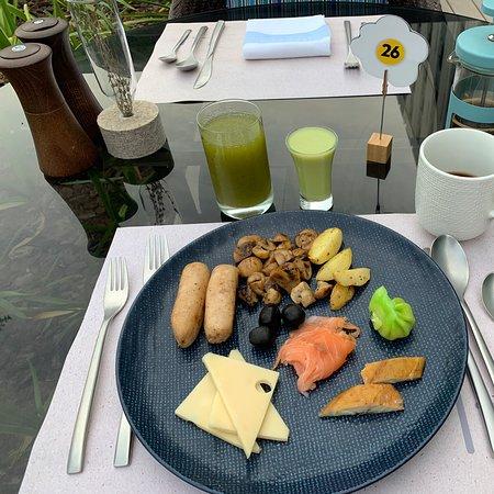 Great atmosphere, great breakfast!
