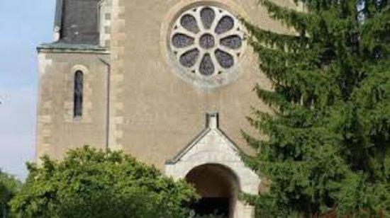 Rouille, Francia: La façade et la rosace