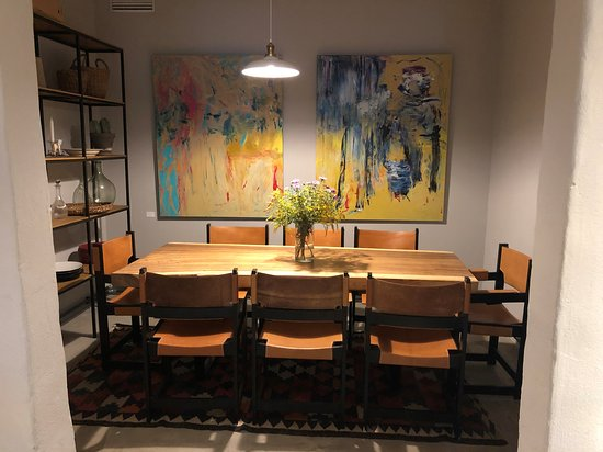 Side Dining Room With Lively Abstract Paintings Picture Of Mahedik Cafe Parnu Tripadvisor