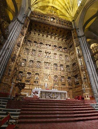 黄金の主祭壇