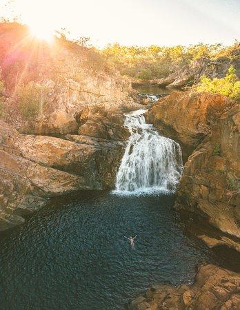 Die Edith Falls liegen nur 60 km nördlich von Katherine. Kühlen Sie sich in den kristallklaren Süßwasserpools ab.