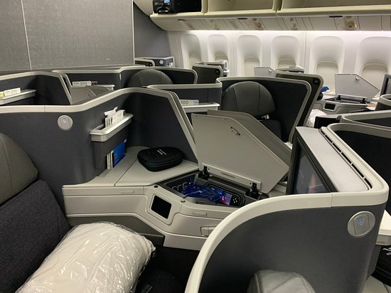 American Airlines: Business Class area