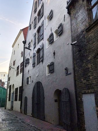 楽しくリガの歴史も学べる旧市街ツアー