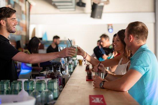 Bar intérieur du WAVE CORNER, à Monteux, près d'Avignon, en Provence !