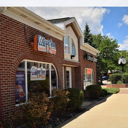 Holt, MI: This location delivers fast & fresh pizza right to the door and offers online ordering. Please check out our selection of gourmet pizzas, salads, subs, wings, desserts, and more! We also offer catering for special events