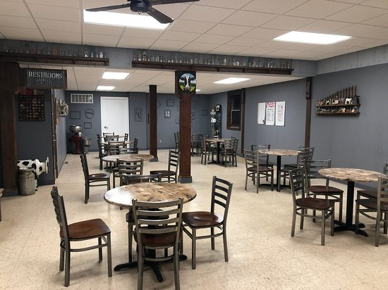 Ely, IA: large and cozy space