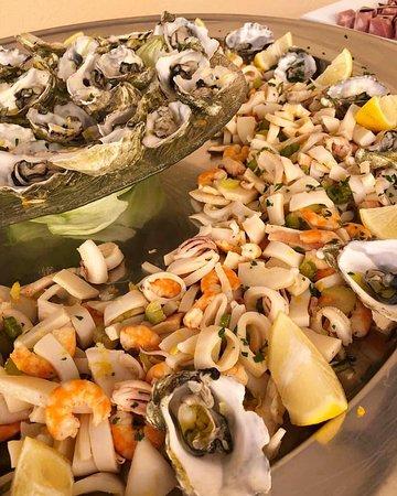 insalata di mare e ostriche