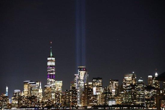 Нью-Йорк, Нью-Йорк: Zona cero iluminada. NY at nigth