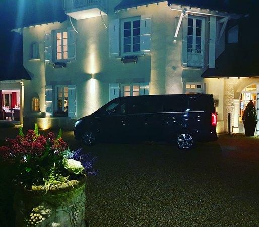 Levernois, France : Besoin d'un chauffeur à Beaune Bourgogne,prestige vtc pour vous accompagner (24h24 et 7/7) en toute tranquillité. ( Gares - Hôtels - Aéroports - lyon , Paris , Genève , Transfert ) CB à bord ! Réservation par sms ou par mail ! Téléphone 06.34.37.29.14 prestigevtc.beaune@gmail.com