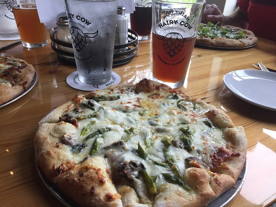 Byron, IL: Three different pizza and three different beers - all excellent!