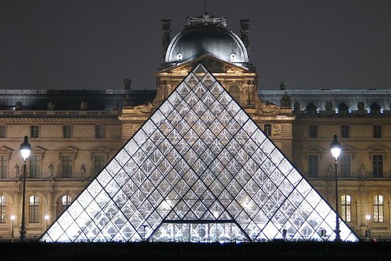 Private tour Louvre By night Resmi