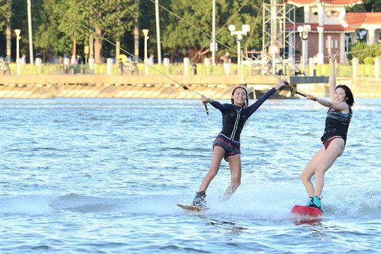 Lianchitan cable water skiing...