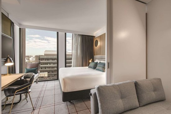 vibe hotel sydney darling harbour suite bedroom