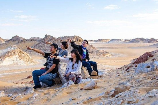 Camping dans les déserts blancs et...