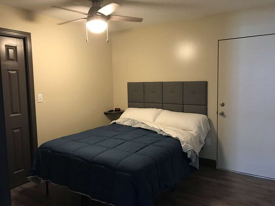 2 Bedroom Suite with King bed