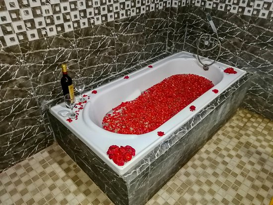 BATH TUB DECORATION COMPLEMENTARY ONLY IN ROYAL REIN ROOM WINE CHARGABLE