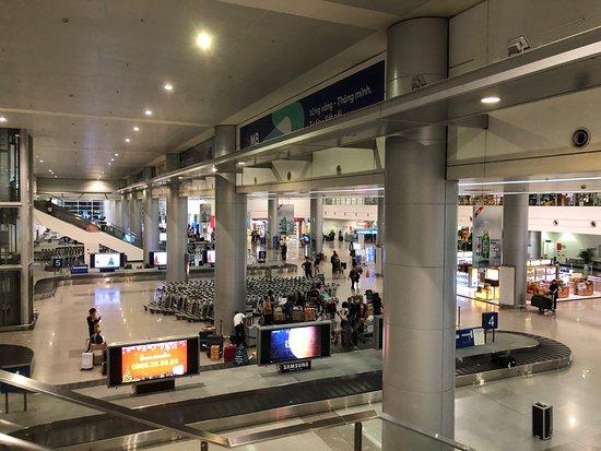 Tan Son Nhat International Airport Transfer: 空港内