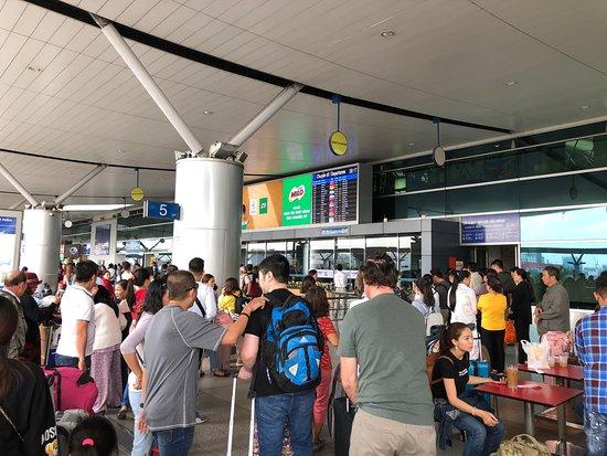 Tan Son Nhat International Airport Transfer: 空港出発