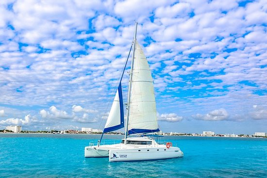 Tour privato in catamarano Isla Mujeres