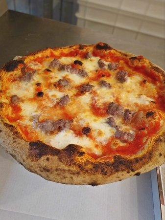 Pizza con salsiccia