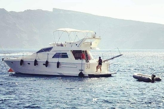 Yacht de croisière privé à Santorin...