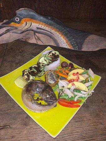 Assiette du menu à 12€ du jour: Salade composée, Merlan en colère Riz thaï et courgettes rotîes