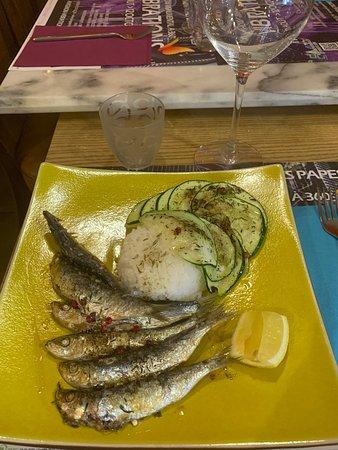 Sardines entières et grillées  Accompagnées de riz thaï et courgettes roties