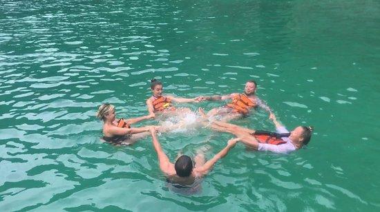 12 Islands Overnight Tour: swimming at lagoon