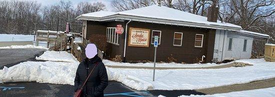 Sahm's Smokehouse, Pendleton, IN