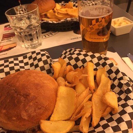 Cena ottima, hamburger e patatine