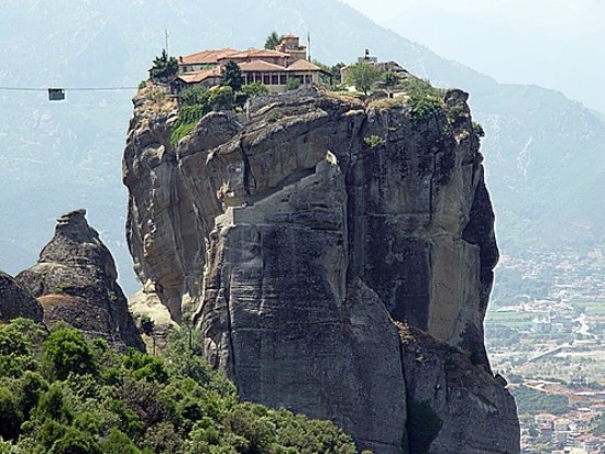 Meteora, Yunanistan: The monasteries are dependent on the meteor