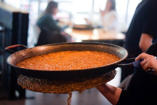El mejor arroz con la mejor compañía, nuestros arroces se sirven al momento y siempre con el caldero!