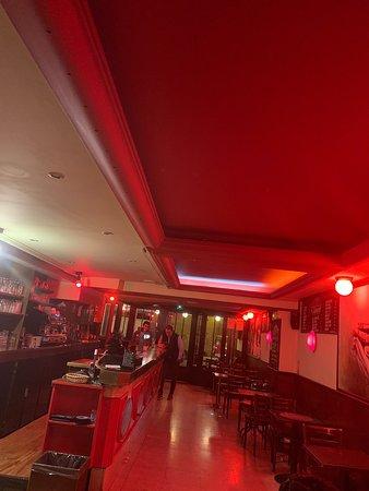 Toujours y'a de l'ambiance au café de Paris