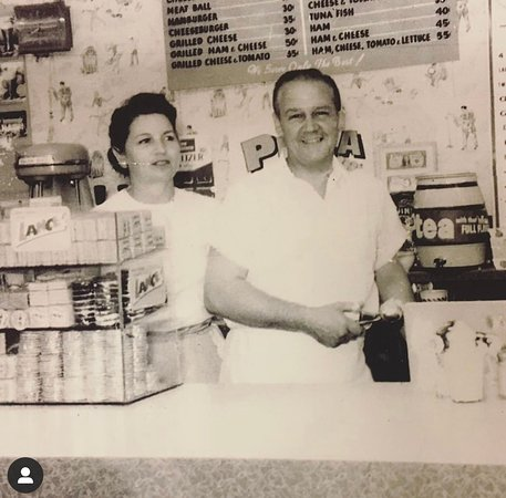 William and Mary Kelly in 1960 at Kelly's Luncheonette
