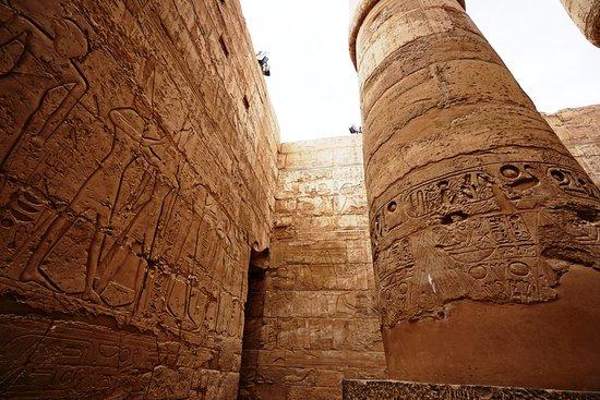 Der Karnak-Tempel der größte Tempel Ägyptens die Sphinxen, die gigantische Bauten, Statuen, Säulen, Obelisken, den großen Skarabäus bei dem Heiligensee, das Heiligtum des Tempels. Genießen Sie die private Führung und verbringen Sie schöne Zeit.