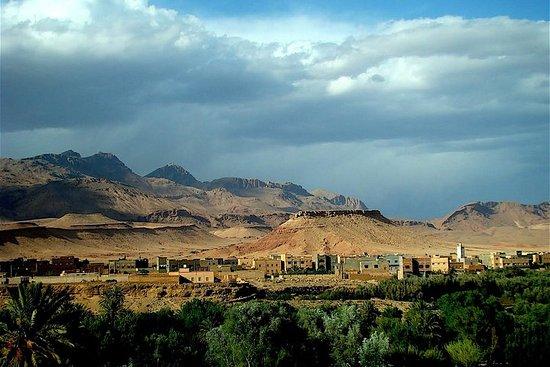 4WD冒险托德拉峡谷到达德斯山谷-Aventures Verticales Maroc