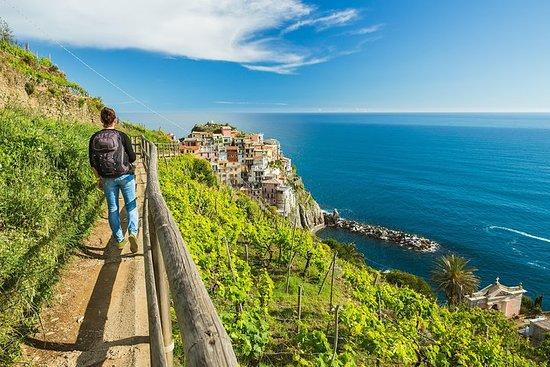 Todas as cinco aldeias de Cinque Terre...