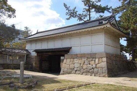 Fukuyama Castle Sujiganegomon