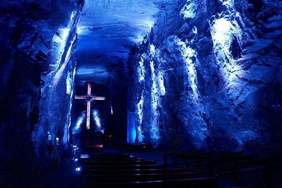 Catedral de Sal de Zipaquirá y laguna...