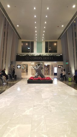 Entrance to the Hotel via the shopping mall