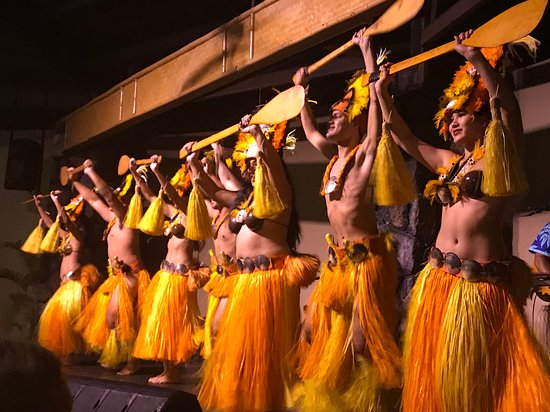 Admission to Royal Kona Luau: Some dancers performing on the shoddy stage