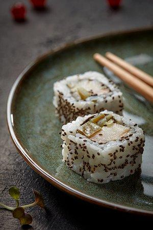 Hamachi Chia Roll