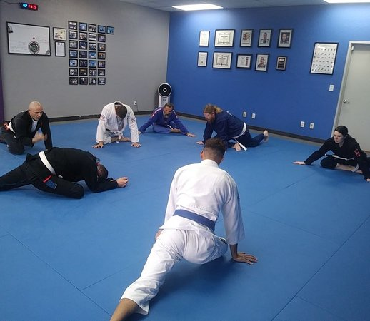 A great way to start off the morning!  #HumpDayTraining #MorningWorkout #EugeneMartialArts #Eugene #brazilianjiujitsu #BJJEveryday #BJJ