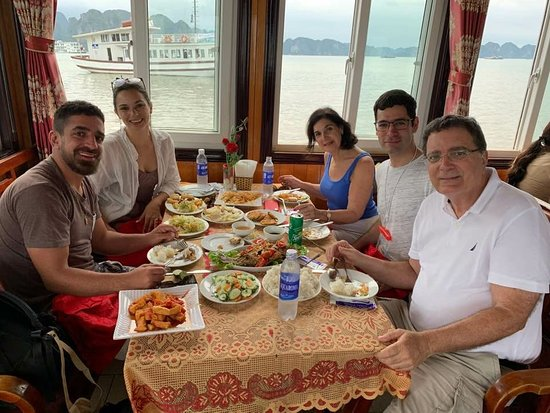 Lunch in Halong bay 1day trip!