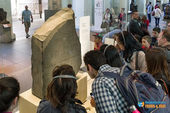 Kairo, Egypten: Rosetta Stone History & What is the Rosetta Stone and why is it important? Hurghada Excursions https://hurghadalovers.com/rosetta-stone-history/
