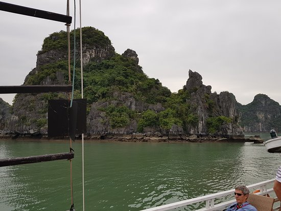 5-Hour Halong Bay Cruise: and thousand