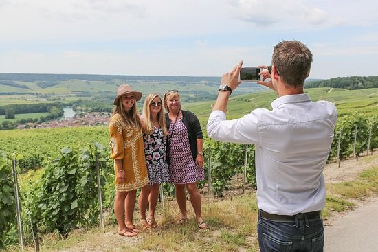 Small Group - Half Day Champagne Tour - Visita di 2 piccoli