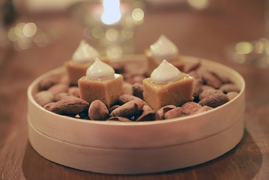 Q'ori (Oro in lingua Quechua) è il docle creato da Patricia Trujillo con tre prodotti Nativi peruviani. Cacao, Lucuma e Lulo.