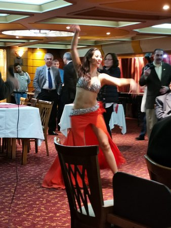 Nile dinner cruise with private transfer.: Typical belly dancer !